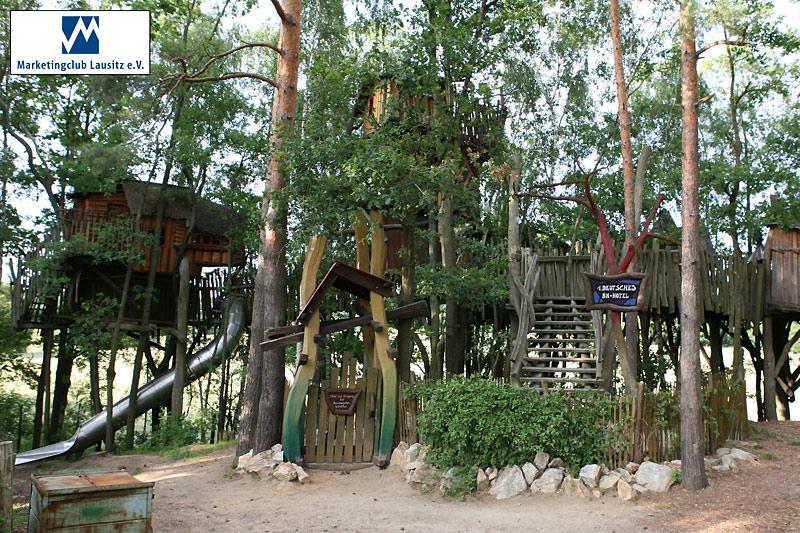 Das Baumhaushotel der Kulturinsel Einsiedel - Schlafen in 10 m Höhe.